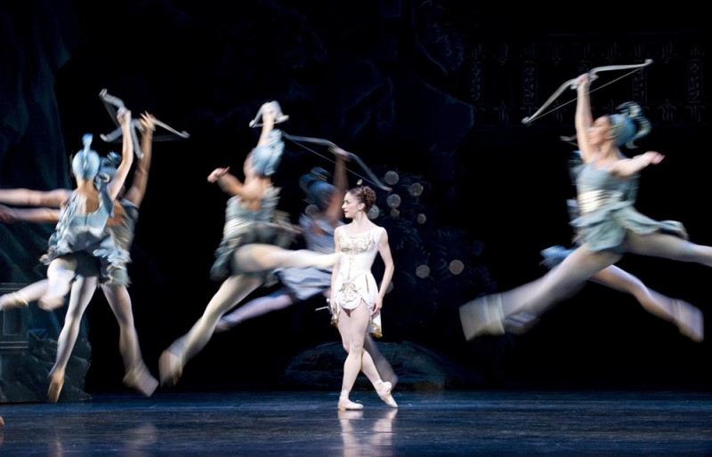 "Marianela Nunez and Artists of The Royal Ballet in ""Sylvia"", coreografia Frederick Ashton. Foto Tristram Kenton ROH 2010"