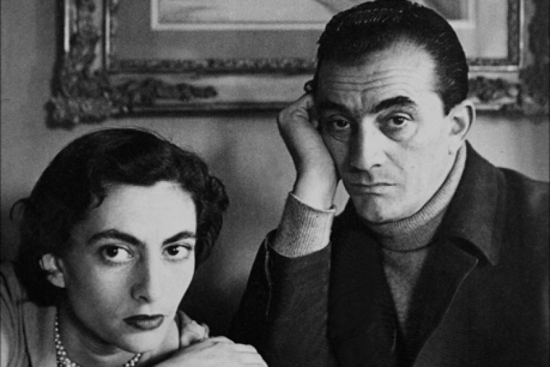 Luchino Visconti con la sorella Uberta fotografati all'interno della Colombaia