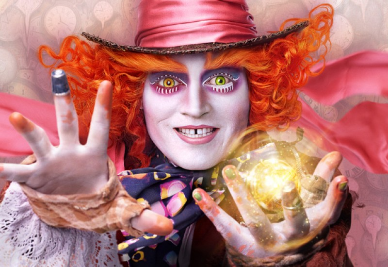 """Alice Through the Looking Glass"" di James Bobin"
