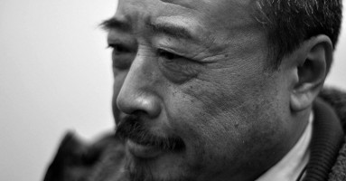 Magistrale interprete dell'alienazione dell'uomo nella Cina moderna - Intervista al grande commediografo Guo Shixing.- a cura di Li Ying