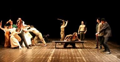 La Casa degli Artisti: formare allo spettacolo. Il corso di Fondazione Teatro Due di Parma rivolto a 14 attori, 3 registi e 2 drammaturghi. -di Nicola Arrigoni
