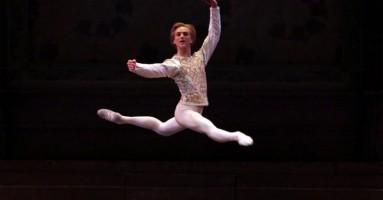 LAGO DEI CIGNI (IL) - coreografia di Rudolf Nureyev da Marius Petipa e Lev Ivanov