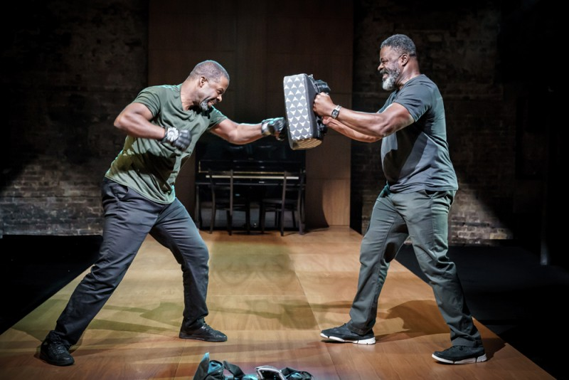 """Hymn"" at the Almeida. Adrian Lester and Danny Sapani. Foto Marc Brenner"